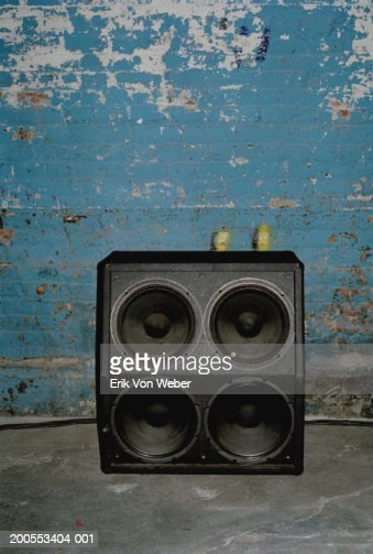 Loudspeaker in front of old wall : Foto stock