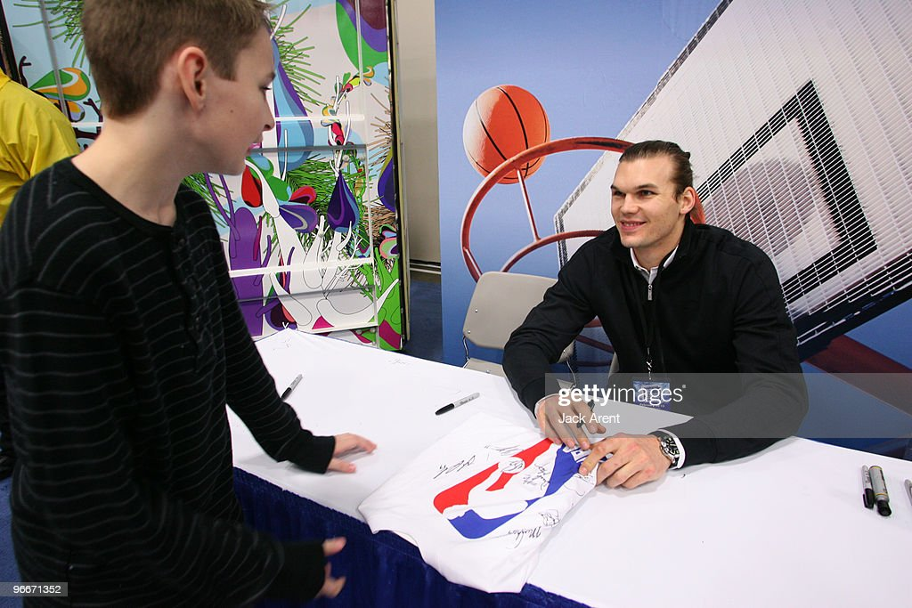 Louis Amundson of the Phoenix Suns signs autographs at the Windows 7 venue during Jam Session presented by Adidas during All Star Weekend on February...