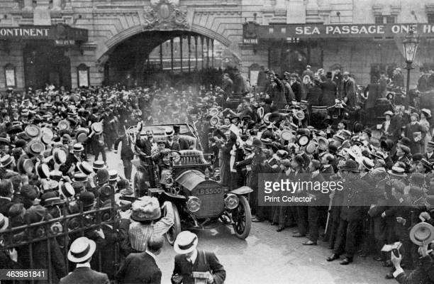 Louis Blériot on his way to the Savoy Hotel London 25 July 1909 French aviator Blériot passes cheering crowds after making the first successful...