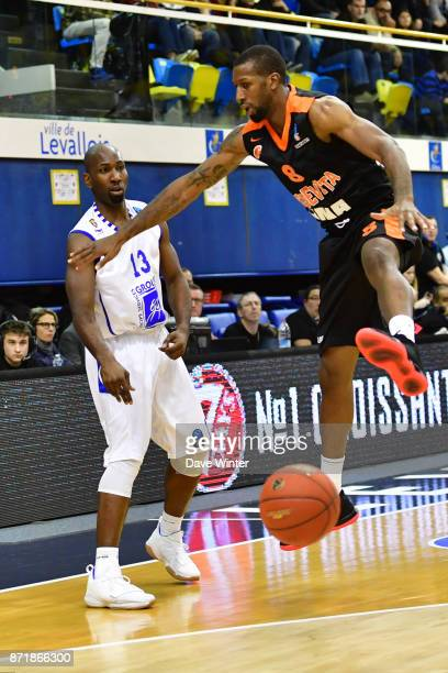 Louis Campbell of Levallois and Demetris Nichols of Cedevita Zagreb during the EuropCup match between Levallois Metropolitans and Cedevita Zagreb at...