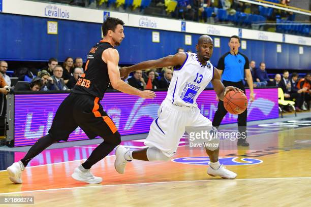 Louis Campbell of Levallois and Roko Ukic of Cedevita Zagreb during the EuropCup match between Levallois Metropolitans and Cedevita Zagreb at Salle...