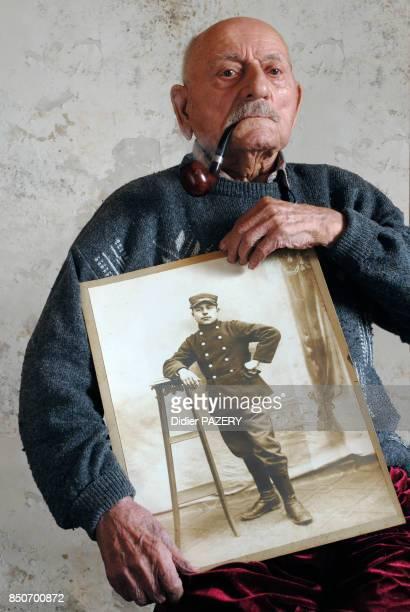 Louis de Cazenave ancien combattant de la guerre de 1418 né le 16 octobre 1897 à SaintGeorgesd'Aurac s'engage en 1916 à l'age de 19 ans et est...