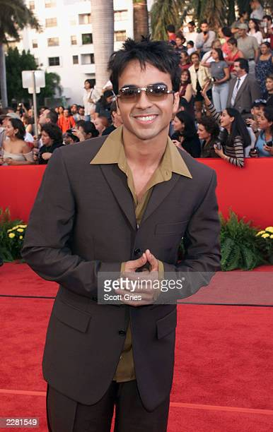 Louis Fonzi arrives at the Billboard Latin Music Awards at the Jackie Gleason Theater in Miami Florida 4/26/01 Photo by Scott Gries/ImageDirect
