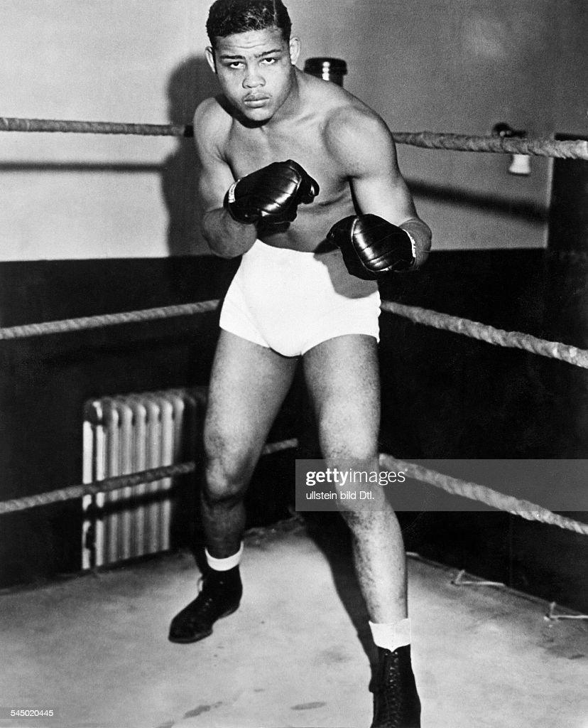 Louis, Joe *-+'Der braune Bomber'Boxer, USAWeltmeister im Schwergewicht von 1937-1949- Ganzkoerperaufnahme, vor dem Titelkampf gegen den Weltmeister James J. Braddock