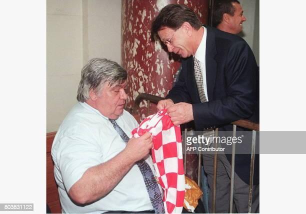 Louis Nicollin président du MontpellierHérault appelé comme témoin dans le procès des comptes de l'OM reçoit un maillot de l'équipe nationale croate...