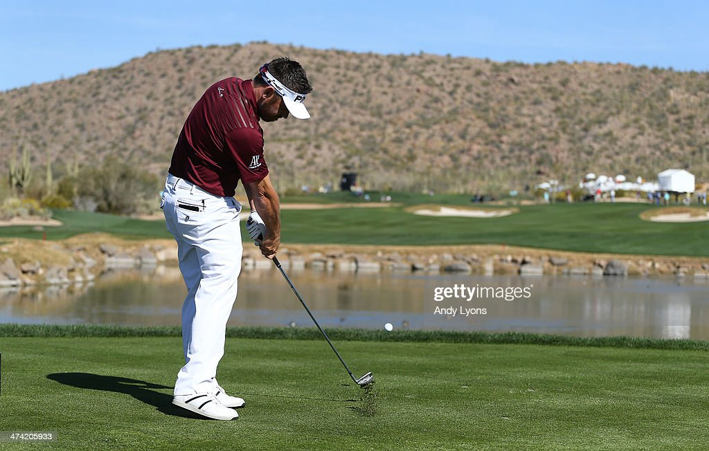 Louis Oosthuizen of South Africa hits a tee shot on the fourth hole during the quarterfinal of the World Golf Championships - Accenture Match Play Championship at The Golf Club at Dove Mountain on February 22, 2014 in Marana, Arizona.