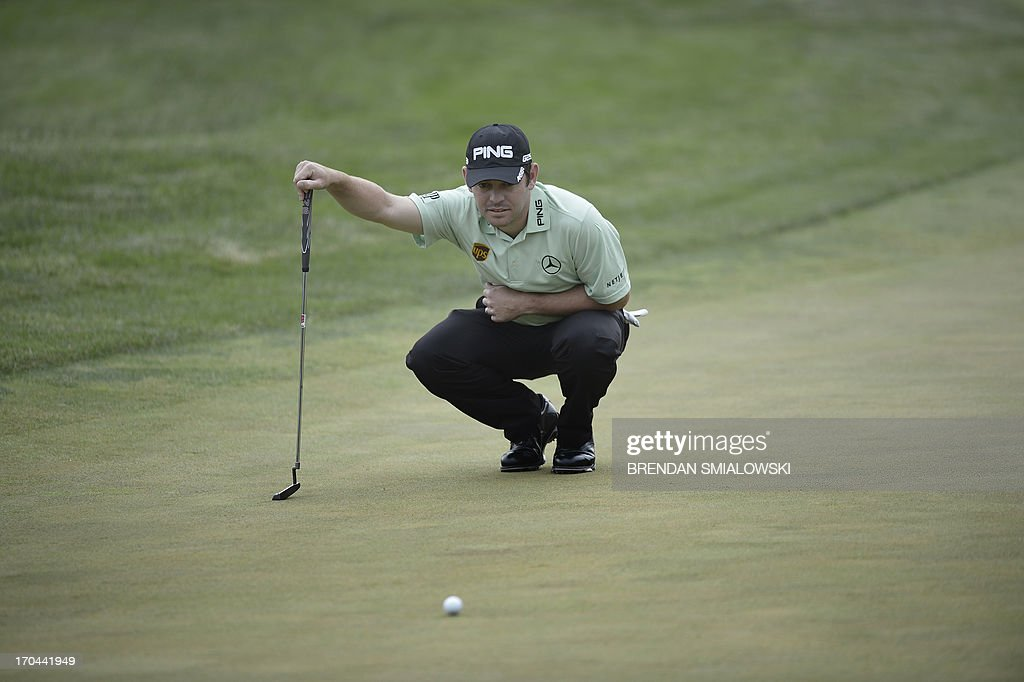 Louis Oosthuizen of South Africa lines up a putt on the 14th green during the first round the US Open at Merion Golf Club June 13, 2013 in Ardmore, Pennsylvania. AFP PHOTO/Brendan SMIALOWSKI
