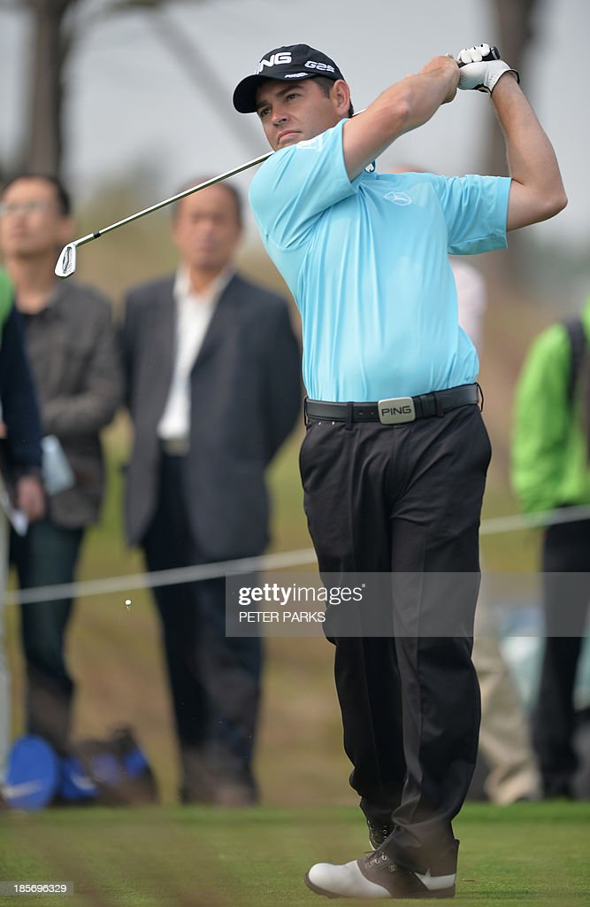 Louis Oosthuizen of South Africa tees off at the 2nd tee during the first round of the BMW Shanghai Masters golf tournament at the Lake Malaren Golf Club in Shanghai on October 24, 2013. AFP PHOTO/Peter PARKS