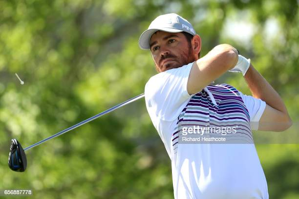 Louis Oosthuizen of South Africa tees off on the 6th hole of his match during round two of the World Golf ChampionshipsDell Technologies Match Play...