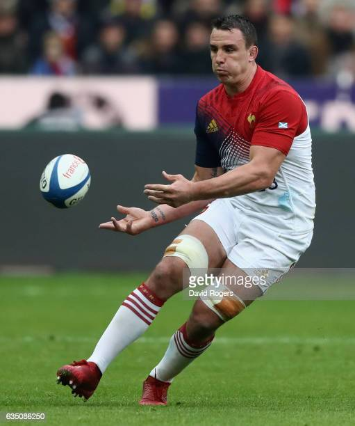 Louis Picamoles of France passes the ball during the RBS Six Nations match between France and Scotland at Stade de France on February 12 2017 in...