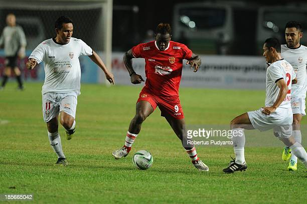 Louis Saha controls the ball during the friendly match between Indonesia Red and the Manchester United Legends on October 23 2013 in Jakarta Indonesia