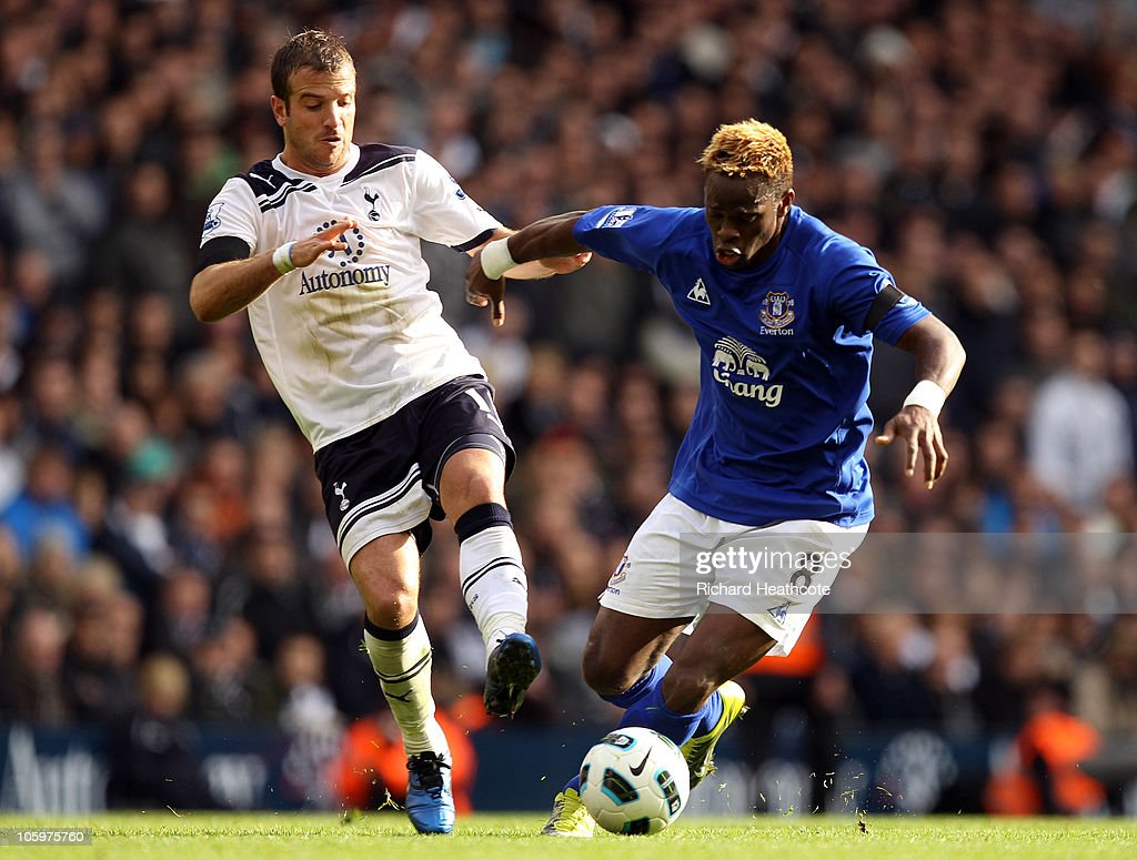 <a gi-track='captionPersonalityLinkClicked' href=/galleries/search?phrase=Louis+Saha&family=editorial&specificpeople=202586 ng-click='$event.stopPropagation()'>Louis Saha</a> of Everton holds off the challenge of Rafael van der Vaart of Tottenham during the Barclays Premier League match between Tottenham Hotspur and Everton at White Hart Lane on October 23, 2010 in London, England.