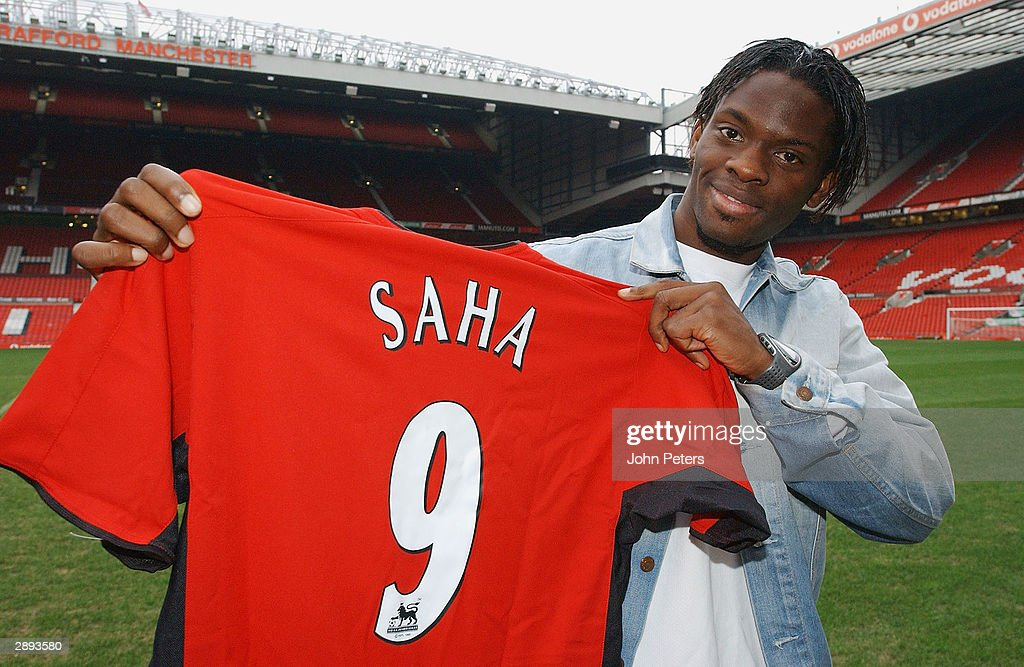 Manchester United Sign Louis Saha : News Photo