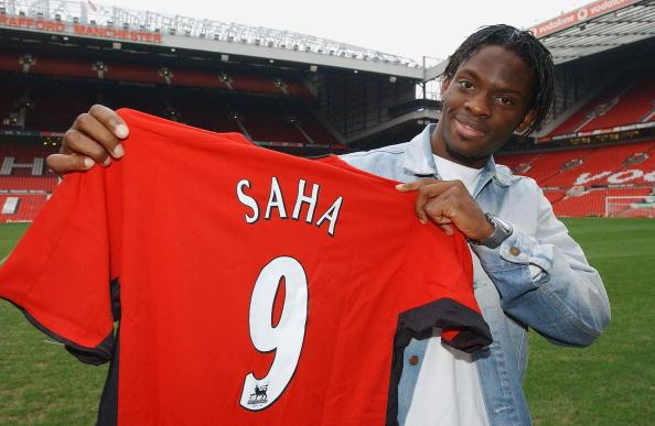 Manchester United Sign Louis Saha : News Photo