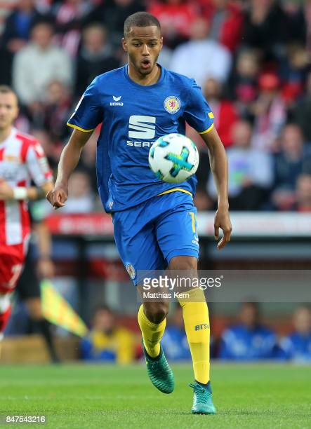 Louis Samson of Braunschweig runs with the ball during the Second Bundesliga match between 1 FC Union Berlin and Eintracht Braunschweig at Stadion An...