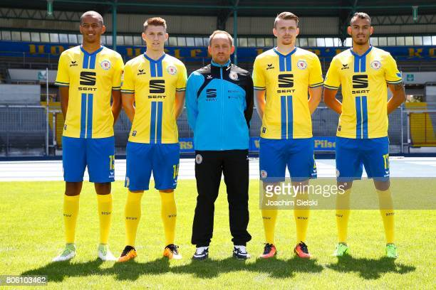 Louis Samson Robin Becker Coach Torsten Lieberknecht Steve Breitkreuz Steffen Nkansah of Eintracht Braunschweig poses during the official team...