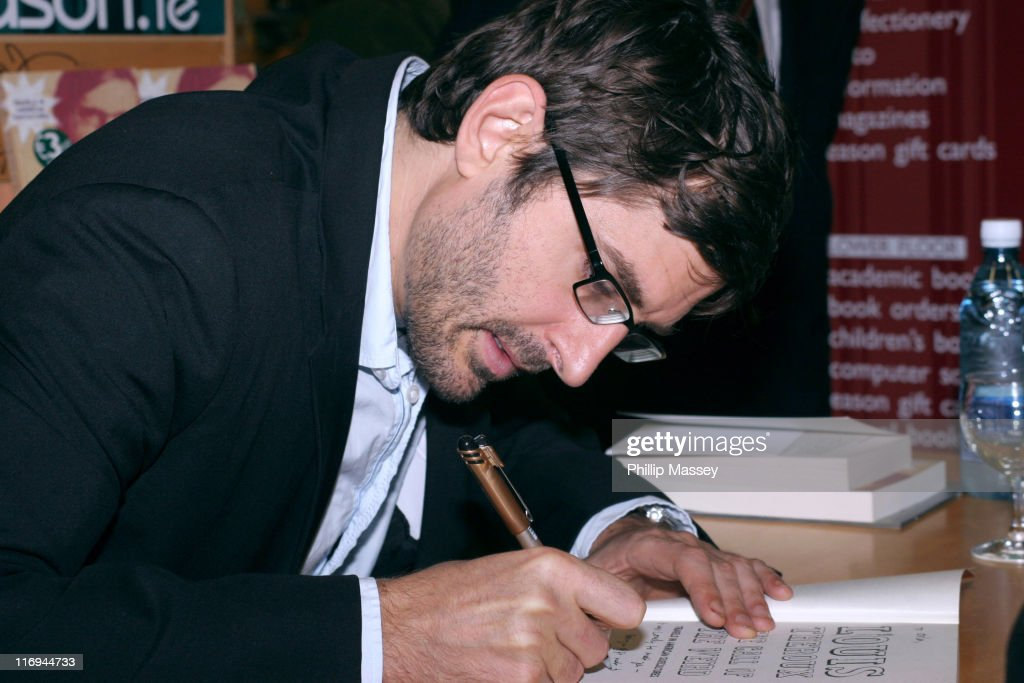 Louis Theroux during Louis Theroux Signs His Book 'The Call of the Weird' at HMV in Dublin - October 22, 2005 at HMV in Dublin, Ireland.
