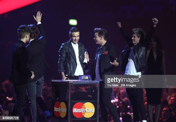 Louis Tomlinson Liam Payne Zayn Malik Harry Styles and Niall Horan of One Direction collect the Global Success Award award during the 2013 Brit...