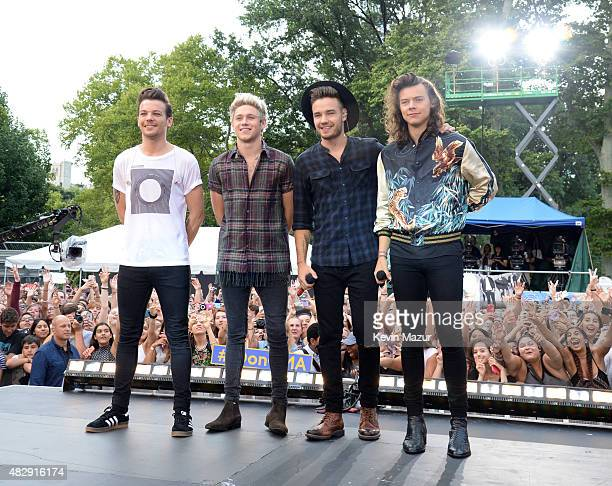 Louis Tomlinson Niall Horan Liam Payne and Harry Styles of One Direction pose onstage during ABC's 'Good Morning America' at Rumsey Playfield Central...