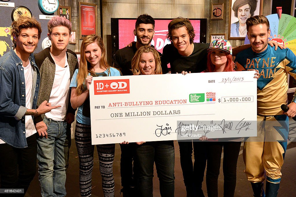 One Direction Celebrates 1D Day with Global Fan Event ... Louis Tomlinson November 2013