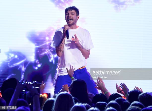 Louis Tomlinson performs onstage during the Teen Choice Awards 2017 at Galen Center on August 13 2017 in Los Angeles California