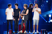 Louis Tomlinson Zayn Malik Niall Horan Harry Styles and Liam Payne perform onstage during the 'Where We Are' tour at Met Life Stadium on August 4...