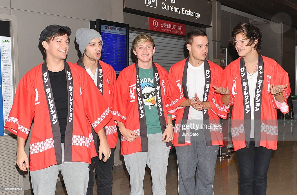 <a gi-track='captionPersonalityLinkClicked' href=/galleries/search?phrase=Louis+Tomlinson&family=editorial&specificpeople=7235196 ng-click='$event.stopPropagation()'>Louis Tomlinson</a>, <a gi-track='captionPersonalityLinkClicked' href=/galleries/search?phrase=Zayn+Malik&family=editorial&specificpeople=7298822 ng-click='$event.stopPropagation()'>Zayn Malik</a>, <a gi-track='captionPersonalityLinkClicked' href=/galleries/search?phrase=Niall+Horan&family=editorial&specificpeople=7229827 ng-click='$event.stopPropagation()'>Niall Horan</a>, <a gi-track='captionPersonalityLinkClicked' href=/galleries/search?phrase=Liam+Payne&family=editorial&specificpeople=7235152 ng-click='$event.stopPropagation()'>Liam Payne</a> and <a gi-track='captionPersonalityLinkClicked' href=/galleries/search?phrase=Harry+Styles&family=editorial&specificpeople=7229830 ng-click='$event.stopPropagation()'>Harry Styles</a> of One Direction are seen at Narita International Airport on January 17, 2013 in Narita, Japan.