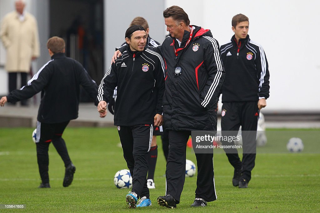 Louis van Gaal, head coach of Bayern Muenchen talks to <a gi-track='captionPersonalityLinkClicked' href=/galleries/search?phrase=Danijel+Pranjic&family=editorial&specificpeople=698546 ng-click='$event.stopPropagation()'>Danijel Pranjic</a> during the Bayern Muenchen training session at Bayern's training ground 'Saebener Strasse' on October 18, 2010 in Munich, Germany. Bayern Muenchen will play against CFR 1907 Cluj during the UEFA Champions League Group E match on October 19.