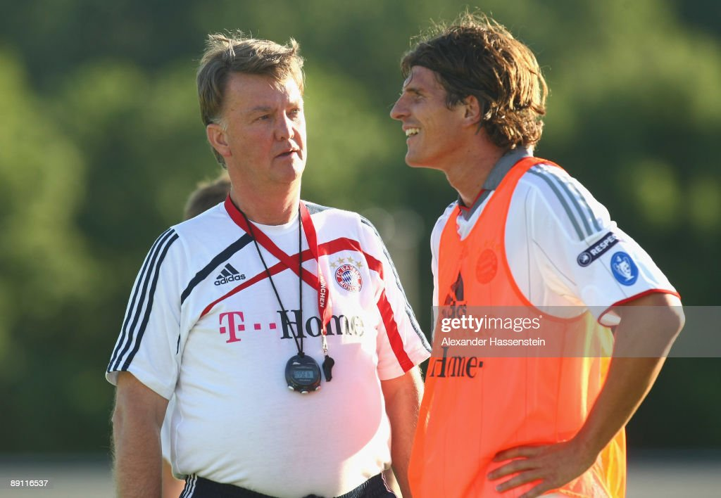 Louis van Gaal (L), head coach of Bayern Muenchen talks to his player Mario Gomez during a training session at the Anton Mall stadium at day three of the FC Bayern Muenchen training camp on July 20, 2009 in Donaueschingen, Germany.