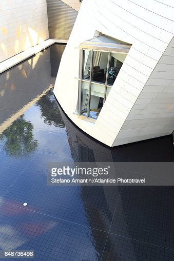 Louis Vuitton foundation in Bois de Boulogne : Bildbanksbilder