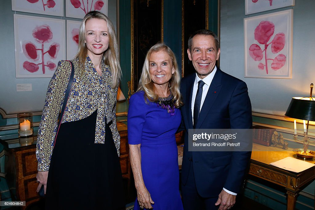 Louis Vuitton's executive vice president, Delphine Arnault, USA Ambassador to France, Jane D. Hartley and Artist Jeff Koons attend the Press conference announcing a donation by artist Jeff Koons who offers the 'Bouquet of Tulips' to the City of Paris. The Art Work will take place at Place de Tokyo, in front of the City of Paris Museum of Modern Art and the Palais de Tokyo. Held on November 21, 2016 at The USA Residence de L'Ambassadeur in Paris, France.