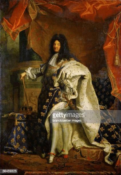Louis XIV King of France Portrait in royal costume Oil on canvas 277 x 194 cm Inv 7492 By Hyacinthe Rigaud [Louis XIV Koenig von Frankreich Portrait...