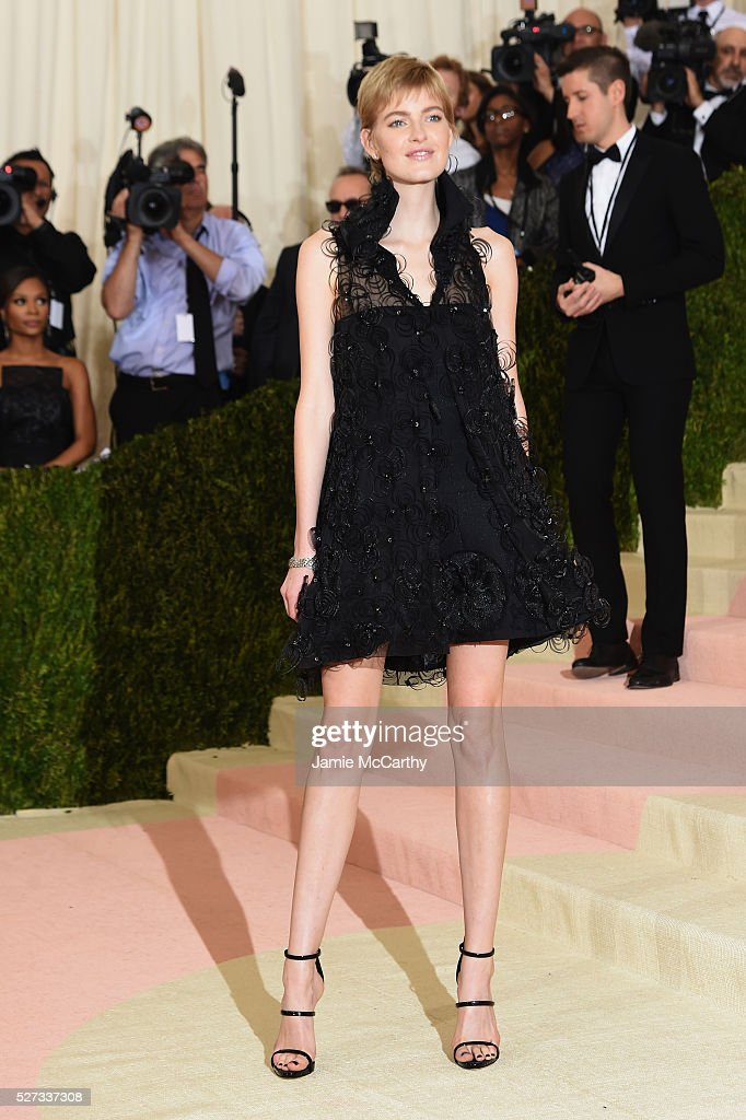 Louise Parker attends the 'Manus x Machina: Fashion In An Age Of Technology' Costume Institute Gala at Metropolitan Museum of Art on May 2, 2016 in New York City.