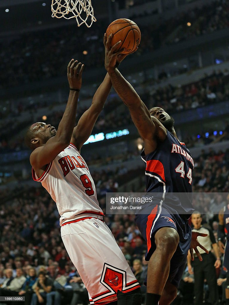 Loul Deng #9 of the Chicago Bulls and Ivan Johnson #44 of the Atlanta Hawks battle for the ball at the United Center on January 14, 2013 in Chicago, Illinois.