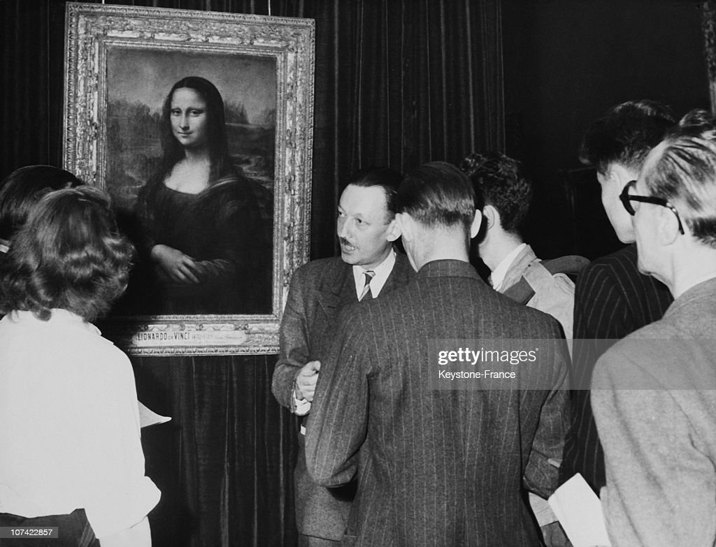 Louvre Museum, Tourists Admiring Mona Lisa In Paris