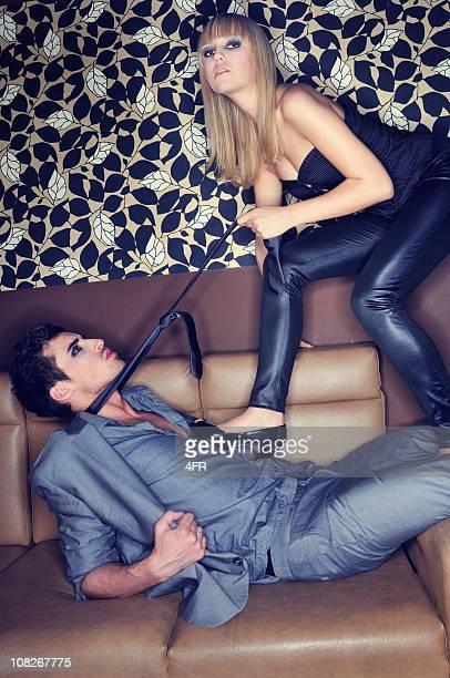 愛のクラブ-魅力的なカップル