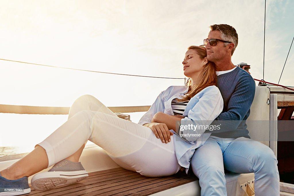 Amor está manteniendo el matrimonio en luna de miel : Foto de stock