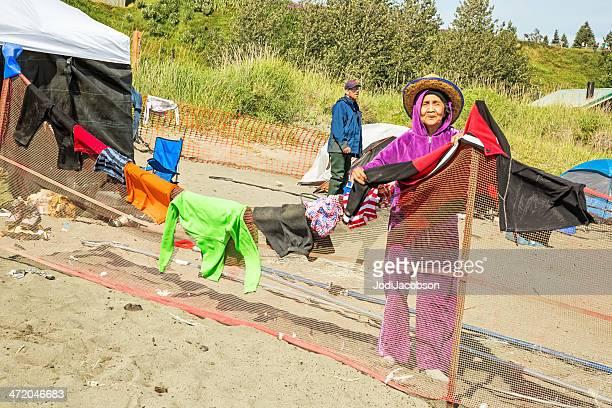 Love Lokale: Die Inuit aus Alaska hängt sich netto Fischer's nasse Kleidung