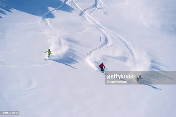 Ich liebe Skifahren im Pulverschnee