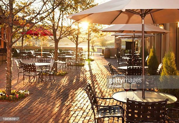 パティオで素敵な夏の雰囲気のレストランです。