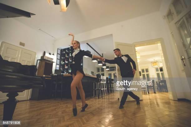 Belles jeunes danseurs