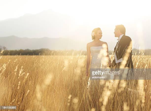 Liebevoll Braut und Bräutigam