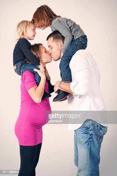 Liebevolle Familie Küssen