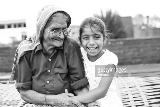 Liefdevolle kleindochter en oma