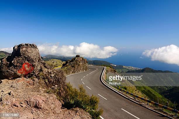 Amoroso Madeira Estrada nas montanhas Primavera