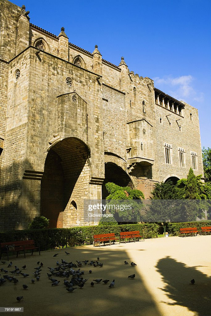 Low angle view of a building, Barcelona, Spain : Foto de stock