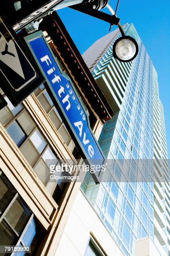 Low angle view of a building, Fifth Avenue, Manhattan, New York City, New York State, USA : Foto de stock