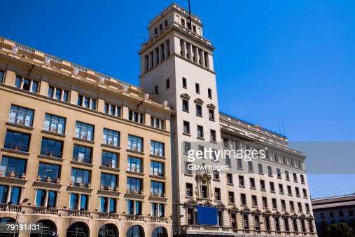 Low angle view of a building in a city, Barcelona, Spain : Foto de stock