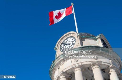 カナダ国旗のクロックタワー