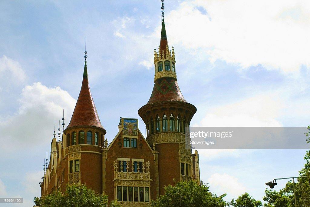 Low angle view of a church, Barcelona, Spain : Foto de stock
